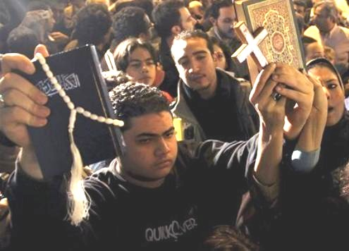 muslims protecting church 2011